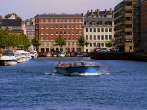 Tour_boat